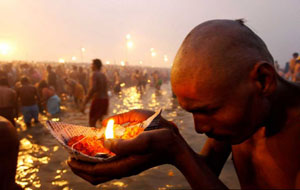 Many devotees keep Maun on Mauni Amavasya along with fast